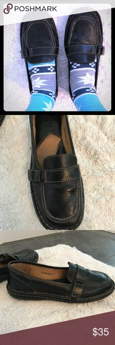 Born loafers Gently worn Born loafers. Worn a few times - can see it on the heels. No defects seen in the leather. Beautiful, professional, classic shoes! Size 7. Very comfortable as all Born shoes are! Born Shoes Flats & Loafers