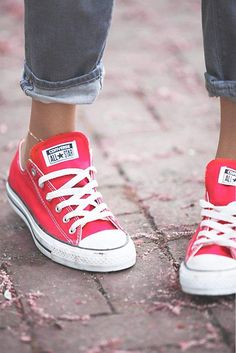 Forrest Gump Discover Chuck Taylor All Star Low-Top Converse Sneakers Converse Outfits, Converse Style, Converse Sneakers, Converse All Star, Red Chucks, Converse Low Tops, Converse Girls, Converse Classic, Converse Fashion