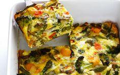 Torta de ovos, vegetais e queijo branco