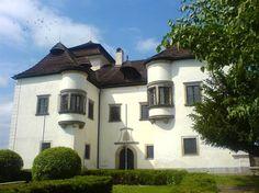 Netradičné kaštiele na strednom Slovensku, ktoré stoja za pozornosť Diviaky Heart Of Europe, Mansions, House Styles, Home Decor, Decoration Home, Manor Houses, Room Decor, Villas, Mansion