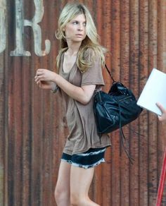 i guess for some beauty is the second skin it truly doesn't matter what they put on and it seems like french actress Clémence Poésy is on of the great examples of that. Star Fashion, Boho Fashion, Grunge, Clemence Poesy, French Outfit, City Outfits, Fashion Outfits, Ootd, French Actress