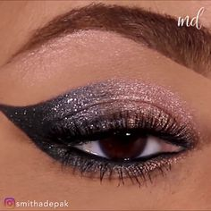 You can never go wrong with a full lid of sparkle, trust us! By: ausformung bemalung maquillaje makeup shaping maquillage Sparkly Eye Makeup, Silver Eye Makeup, Dramatic Eye Makeup, Eye Makeup Art, Simple Eye Makeup, Makeup For Green Eyes, Natural Eye Makeup, Smokey Eye Makeup, Skin Makeup