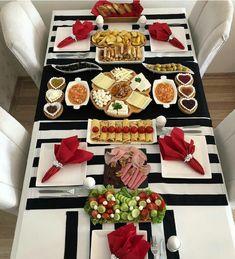I - Turkish Recipes Easy Breakfast Presentation, Food Presentation, Side Recipes, Snack Recipes, Snacks, Turkish Breakfast, Good Food, Yummy Food, Food Platters
