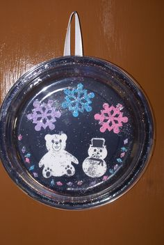 (Two clear plastic plates cut and glue picture and paper to bottom of bottom plate sprinkle snow glue second \u2026 | Pinteres\u2026 & Cute and Easy snowglobe ornament. (Two clear plastic plates cut and ...