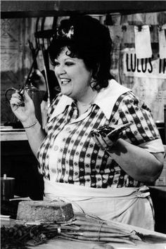 Hee Haw ~ Funny gal Lulu Roman fixin some supper. Best Country Music, Country Singers, Hee Haw Show, Actors Male, Grand Ole Opry, Online Photo Gallery, People Of Interest, Tv Land, Famous Celebrities