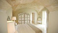 Hotel Don Ferrante - Bari, Italia - dintelo. Bari, Repainting Furniture, Italian Farmhouse, French Country Decorating, Ceiling Design, Cottage Style, Future House, Architecture Design, House Design