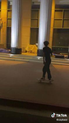 Skateboard Boy, Beginner Skateboard, Skater Guys, Skater Girl Outfits, Dream Night, Estilo Indie, Teenage Dream, Skate Shoes, Longboarding