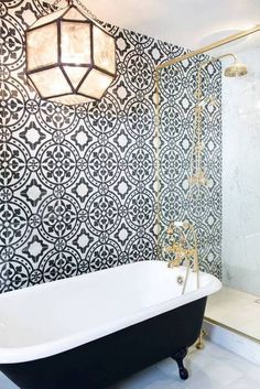 Blue and White Bathroom Tiles . Blue and White Bathroom Tiles . Eclectic White Bathroom with Blue Tile Accent Wall Bad Inspiration, Bathroom Inspiration, Cool Bathroom Ideas, Home Luxury, Modern Luxury, Black And White Tiles, Black White, Black Tub, Black And White Backsplash