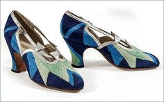 (Sonia Delaunay: court shoes, Les Arts Décoratifs, Musée de la Mode et du Textile, Paris. Gift of Sonia Delaunay to UFAC, © Pracusa I saw these at the Delaunay Retrospective exhibition at the Tate love them they are embroidered in silk Sonia Delaunay, Robert Delaunay, Look Vintage, Vintage Shoes, Vintage Outfits, Vintage Fashion, 1920s Shoes, Vintage Accessories, Lanvin