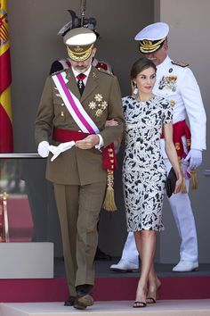 Queen Letizia of Spain Photos Photos - King Felipe VI of Spain and Queen Letizia of Spain attend the Armed Forces Day on May 27, 2017 in Guadalajara, Spain. - Spanish Royals Attend Armed Forces Day 2017