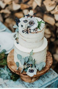 Dreamy Elopement inspiration from Loredana La Rocca ✰ Wedding Guide ✰ - The team skillfully implemented the extravagant wedding dress, the baked cake to bite into, and the - Floral Wedding Cakes, White Wedding Cakes, Cool Wedding Cakes, Elegant Wedding Cakes, Wedding Cake Designs, Wedding Desserts, Wedding Cake Toppers, Wedding Cake Inspiration, Elopement Inspiration