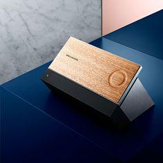 Bang & Olufsen nutzt die CES Las Vegas, um ein neues Musiksystem vorzustellen: BeoSound Moment soll sich intelligent dem eigenen Musikgeschmackanpassen und somit stets die passende Musik spielen. Gesteuert wird das Ganze über einen zweiseitigen Aluminium-Controller mit Holzoberfläche. Sie wissen … Weiterlesen