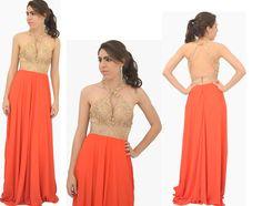 Combinação perfeita ❤ Lindo vestido de festa longo com corpo de renda, decote gota, gola e costas abertas. ➖➖➖➖➖➖➖➖➖➖➖  VENDAS ONLINE  Atendimento por whatsapp ☎  (11) 94839-7156 Jéssica Nancy  ✅ Tamanhos disponíveis: PP,P,M,G  ✅ VALOR DO VESTIDO: 420,00 ➖➖➖➖➖➖➖➖➖➖. #sofestavestidos #madrinhas #wedding #dress #formatura #casamentos #vestidodefesta #renda #laranja #modafesta #moda #modafeminina #dourado #instafashion #photooftheday