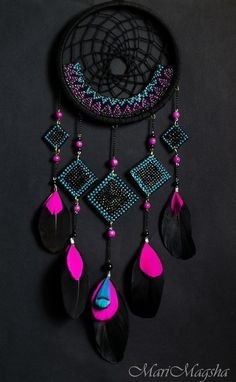 Neon and Black dream catcher. dreamcatcher - looooove the colors A black and pink dream catcher which is perfect for your room dreamcatcher:b prettiest pink ever It'll match my room perfectly Los Dreamcatchers, Beautiful Dream Catchers, Diy And Crafts, Arts And Crafts, Kids Crafts, Dream Catcher Craft, Black Dream Catcher, Creation Deco, Idee Diy