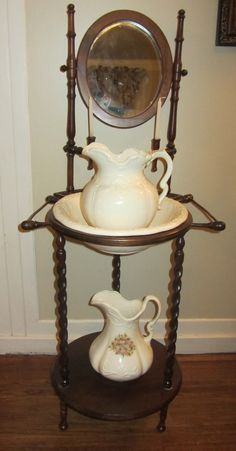 Antique Wash Stand with Bowl and Pitcher nostalgia! Reminds me of spending the night at my grandmother's house. Antique Decor, Antique Furniture, Cool Furniture, Gothic Home, Handmade Home, Antique Wash Stand, Brown House, Old Farm Houses, Victorian Homes