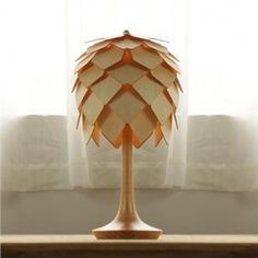 Moderne Tischleuchte Holz Tannenzapfen Design