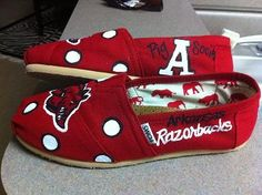 More Painted Toms. Don't like Arkansas but the idea is so cue ! Tom Love, Woo Pig Sooie, Red Toms, Painted Toms, Arkansas Razorbacks, Bride Shoes, Me Too Shoes, What To Wear, My Style