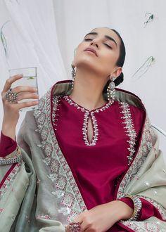 Pakistani Formal Dresses, Pakistani Fashion Casual, Indian Fashion Dresses, Pakistani Dress Design, Indian Outfits, Nikkah Dress, Designer Kurtis, Indian Designer Suits, Indian Designers