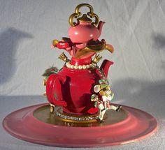 Mice dancing around the teapot Muisjes dansend rond de theepot