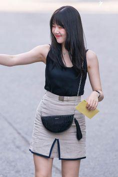 Gfriend-Yerin 190705 Music Bank South Korean Girls, Korean Girl Groups, Cloud Dancer, G Friend, Airport Style, Airport Fashion, Sexy Hot Girls, Korean Singer, Kpop Girls