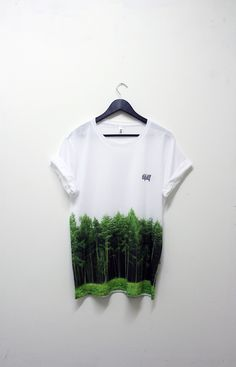sublimation print on lower hald of tee- no whit marks under arms!
