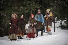 Vikingsnitt - My FAVORITE blog out there, in Norwegian, about Vikings and garb and stuff like that. Lots of beautiful photos!