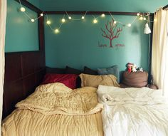 definitely want a bed like this! with the curtains around it and everything!