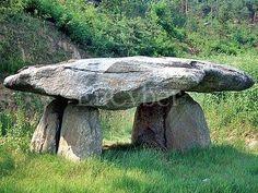 Un estilizado dolmen en Corea