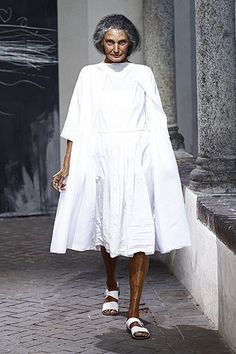 Discover thousands of images about Daniela Gregis White Summer Outfits, Spring Outfits, Trendy Outfits, Winter Outfits, Mode Ab 50, Advanced Style, Fashion Face, Street Chic, Timeless Fashion