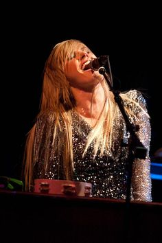 Grace Potter and the Nocturnals Just Love, Love Her, Rock And Roll Girl, Grace Potter, Rocker Chick, Happy Hippie, Lenny Kravitz, Piece Of Music, Hippie Art