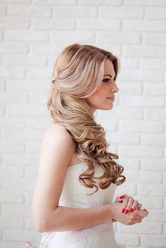 Stunning Half Up Half Down Wedding Hairstyles ❤ See more: http://www.weddingforward.com/half-up-half-down-wedding-hairstyles-ideas/ #weddings