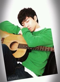 Lee Seung Gi - no matter what pose he's in, he always looks good...
