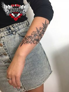 200 Fotos de tatuagens femininas no braço para se inspirar – Fotos e Tatuagens - Flower Tattoo Designs - Weihnachts Entwürfe 200 Photos of Female Tattoos on the Arm to Get Inspired Photos and Tattoos Flower Tattoo Designs Cute Tattoos, Body Art Tattoos, New Tattoos, Small Tattoos, Tatoos, Form Tattoo, Shape Tattoo, Flower Tattoo Designs, Tattoo Designs For Women