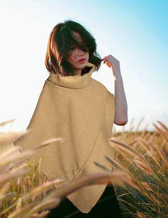 Poncho in lana fatto a mano color cammello. Handwoven di Magzero1