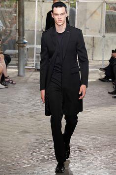 Leia sobre o desfile em nosso blog - moda.atarde.uol.com.br #Givenchy