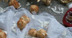 Můj děda miloval kokosky. Až tak, že se je jednou pokusili s babičkou doma upéct. Jenže nevím, jestli v té době pečící papír nebyl... Christmas Sweets, Christmas Recipes, Stuffed Mushrooms, Muffin, Meat, Chicken, Vegetables, Breakfast, Food
