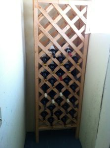DIY Wine Storage using Decorative trellis fencing . and it was done by a Minneapolis man! Wine Case, Wine Cabinets, Wine Storage, Diy Wine Racks, Yarn Storage, Wine Making, Diy Furniture, Diy Home Decor, Household