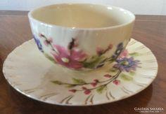 Zsolnay csésze aljjal, virágdekorral