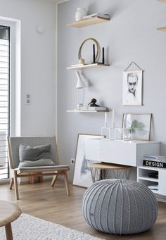 The end of our extended weekend is here. Four lovely days with my boys have been just amazing. Enjoy your Sunday evening with poeople you love💕 . Scandinavian Style Home, Scandinavian Living, Scandinavian Interior, Knitted Pouffe, Home Interior, Interior Design, Floor Pouf, Grey Home Decor, Ottoman Footstool