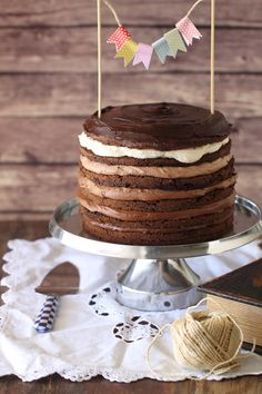 6 layers chocolate cake with macarpone and coffee filling (in Hebrew) Layered Desserts, Sweet Desserts, Cupcakes, Cupcake Cakes, Naked Cakes, Cake & Co, Love Cake, Pretty Cakes, Creative Cakes