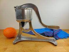 Universal L.F.&C. Aluminum Hand Lever Strainer Juicer - Orange Lemon Citrus