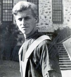 Young Prince Philip - can see the resemblance to Prince Charles in his younger years. Young Prince Philip, Prince Andrew, Prince Charles, English Royal Family, British Royal Families, Corfu, Prinz Phillip, Royal Prince, Queen Elizabeth