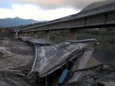 L'esplosione del viadotto franato sulla Palermo-Catania vista dal drone<span class='video_title_tag'> -Video</span>