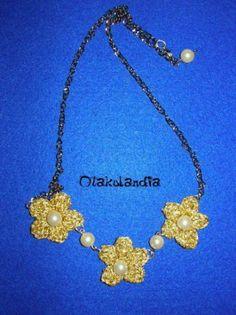 Collar Flores de Oro en crochet, con perlas engarzadas y cadena regulable, sólo lo encontraréis en Otakulandia.es en Facebook :D