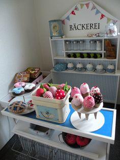 ... laden wir euch ein, in unserer neu eröffneten Bäckerei.  Vor einiger Zeit habe ich den Verkaufsladen unserer Kinder ein wenig umgestalt...