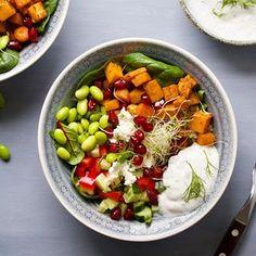Vegetarisk Buddha Bowl ✨ . Mange har etterspurt flere kjøttfrie, lavFODMAP middagsretter - noe jeg synes er kjempebra. Et viktig tiltak for både klimaet og helsa . Nå finner du derfor oppskrift på en næringsrik, vegetarisk og lavFODMAP Buddha Bowl på bloggen. . Link i bio for oppskrift @julianne_godtformagen 💗 . Fikk du lyst til å prøve? 😃 . #lavfodmap #lowfodmap #fodmap #ibs #irritabeltarm #vegetar #kjøttfri #godtformagen #tarmstyrkendelavfodmap #juliannelyngstad 🌿 Cobb Salad, Quinoa, Bowls, Food, Serving Bowls, Essen, Meals, Yemek, Mixing Bowls
