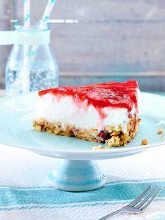 Vegan und fruchtig: Erdbeer-Colada-Cake mit Knusperboden