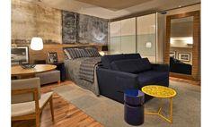 A premissa da criação das arquitetas Dani Parreira e Flavia Santoro é fazer com que um hóspede se sinta em casa. O quarto de 25 m² alia praticidade e conforto acima de tudo.