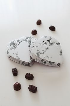 it seems like forever ago that we were seeing bill cosby perform on valentines day, last year. ick. so much can change in a year. but my love of marble still hasn't! here's a super easy way to make...