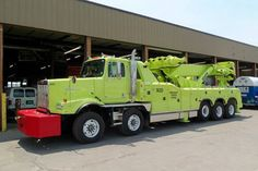 Looks like city of Chicago shitty lime green, nice twin steer KW. This is really the State of Illinois Emergency patrol Wrecker. Heavy Duty Trucks, Big Rig Trucks, Heavy Truck, New Trucks, Custom Trucks, Cool Trucks, Fire Trucks, Towing And Recovery, Benne